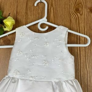MON CHERI WHITE DRESSES FOR A LITTLE GIRL SIZE 3